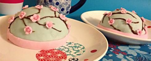 Gâteau avec cerisier en fleur