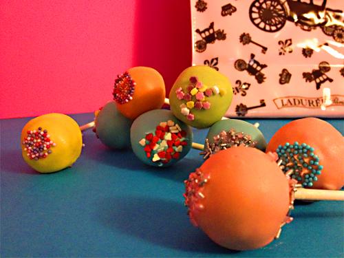 Des cakes pops colorés !!